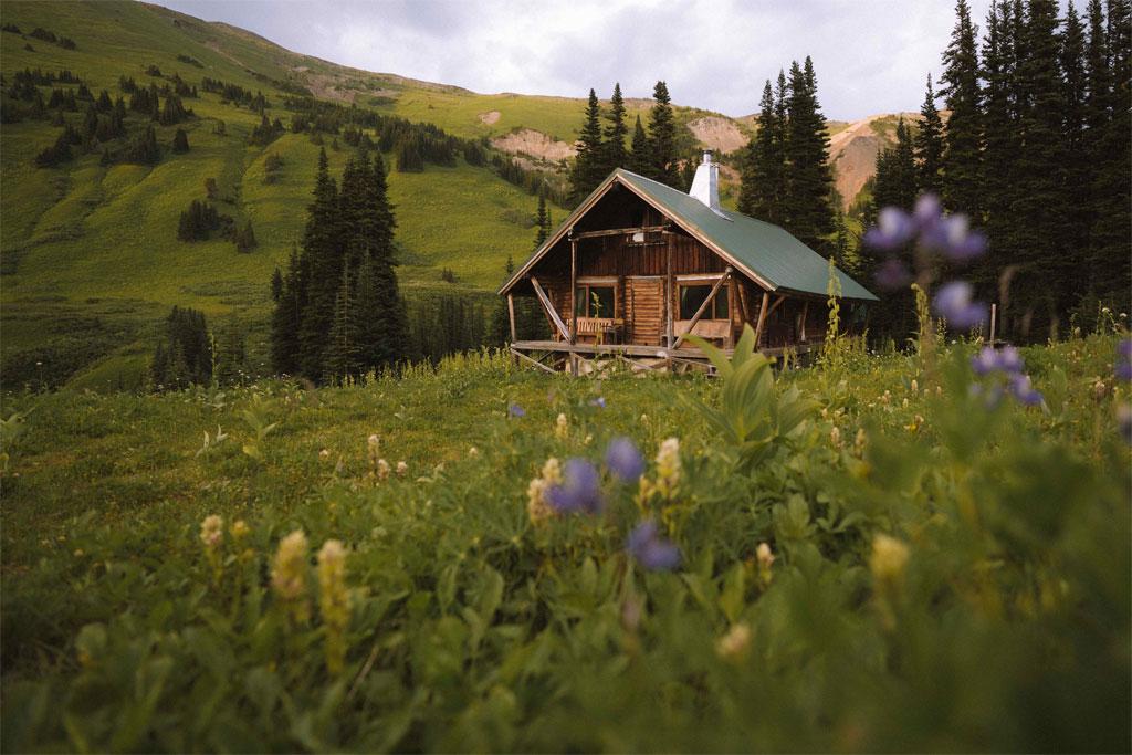 Alpine Hiking at Whitecap Alpine Lodge